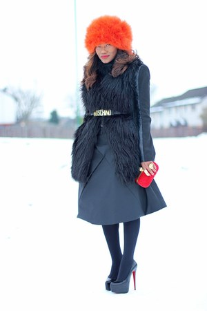 ruby red Zara hat - black Christian Louboutin heels