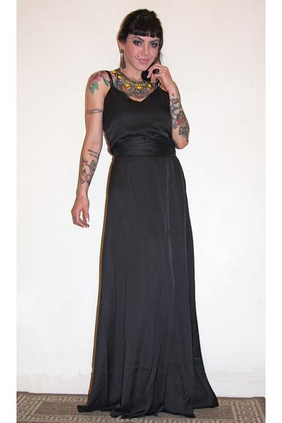 black Botswana dress - dark gray Dame Jolie necklace