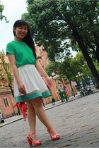 emerald blouse - white skirt - hot pink heels