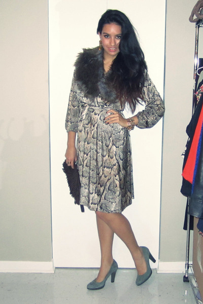 brown faux fur H&M scarf - light brown snake print H&M dress