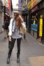 Bershka-leggings-zara-blazer-louis-vuitton-scarf-white-balenciaga-bag