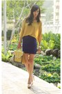 Heather-gray-mood-closet-bag-mustard-mood-closet-top
