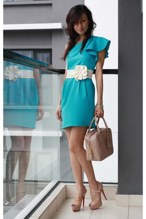 turquoise blue Mood & Closet dress - eggshell Prada bag