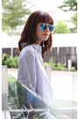 White-gap-jeans-camel-celine-bag-blue-mirrored-ray-ban-sunglasses