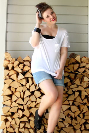 white unknown t-shirt - blue Zara shorts - black unknown accessories - black H&amp;M
