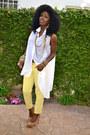 Yellow-pegged-jeans-white-asymmetical-shirt-bronze-leopard-pumps