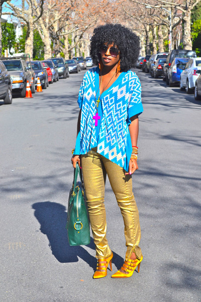 sky blue AZTEC PRINT top - green YSL bag - gold Jcrew pumps - gold Zara pants
