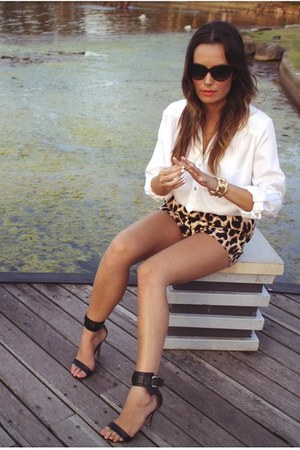 sabo skirt ring - Nasty Gal shorts - Juicy Couture sunglasses - MNG heels