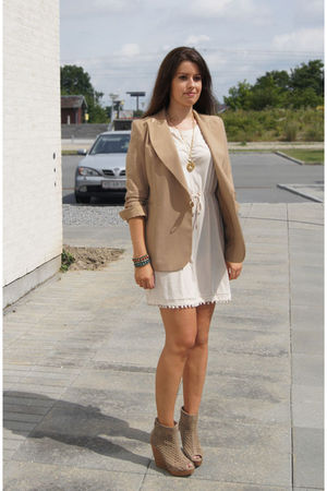 beige vintage blazer - pink H&amp;M dress - beige Bershka shoes - gold MiuMiu neckla