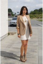 beige vintage blazer - pink H&M dress - beige Bershka shoes - gold MiuMiu neckla