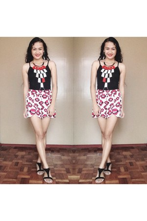 white bodychain necklace - red lips short shorts - black Accessorize sandals