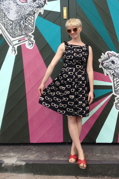 Eva Franco dress - Miu Miu sunglasses - Worishofer sandals
