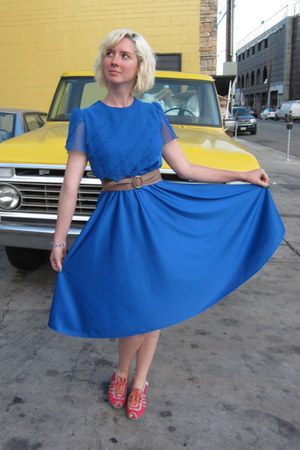 vintage dress - vintage belt - miss l fire wedges