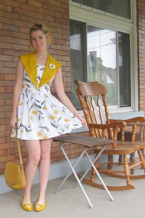 yellow vintage dress - yellow vintage shoes - beige vintage purse
