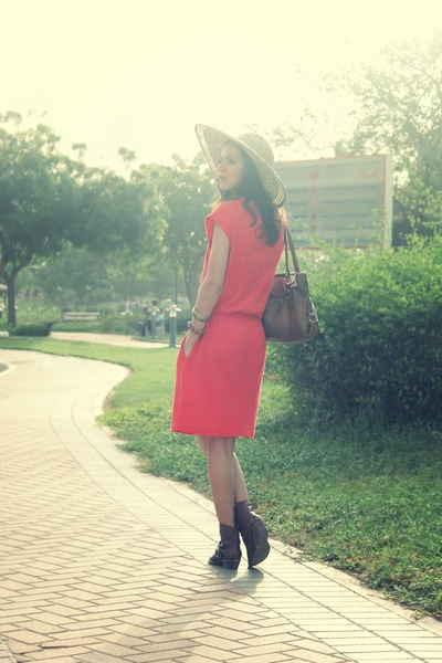 red Gap dress - tan Gap hat
