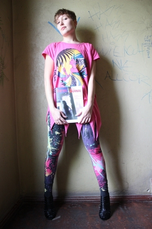 pink vintage shirt - pink H&M leggings - black Deichmann shoes