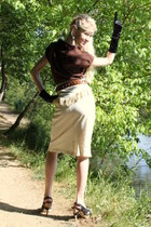dark brown Sophistix top - beige Graine dOrge skirt - black Italo Glam heels