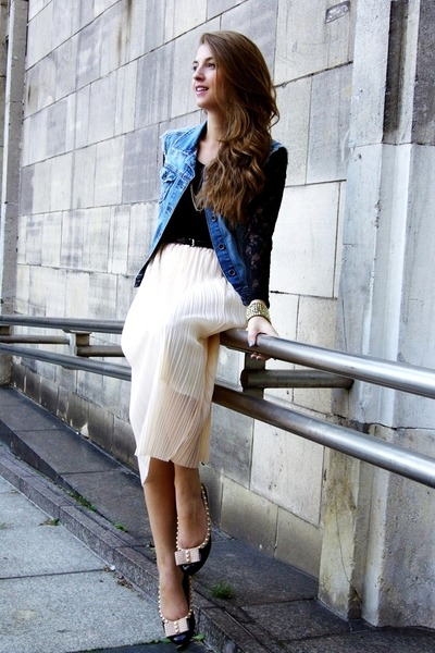 cream OASAP skirt - blue Stradivarius vest - black Bik Bok top