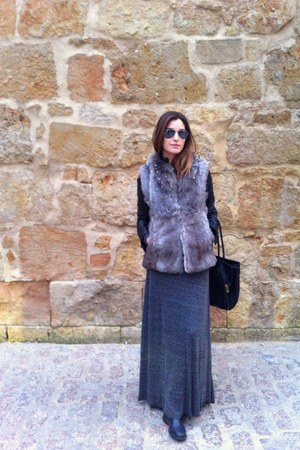 Zara jacket - rayban sunglasses - Zara skirt - Sintesis vest