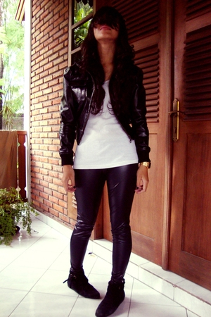 jacket - t-shirt - leggings - boots
