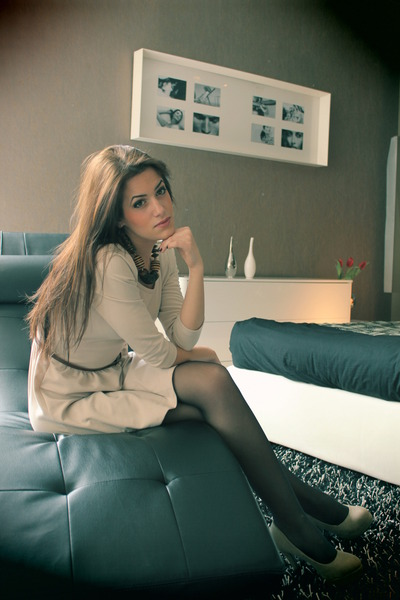 camel Bershka shoes - beige H&M dress