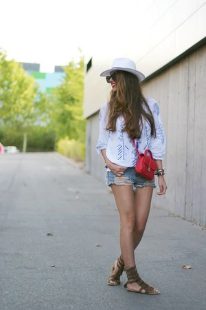 Primark hat - OASAP shirt - Pull and Bear bag
