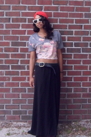 black maxi skirt - red turban hat - heather gray UO shirt