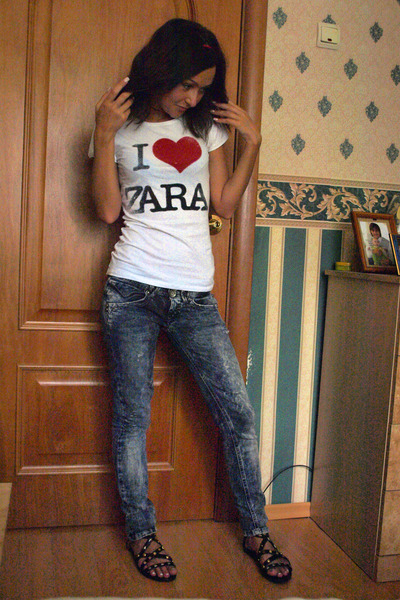 Zara t-shirt - Bershka jeans - H&M shoes