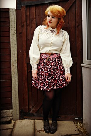 ivory lace collar vintage shirt - dark brown brogues Primark shoes