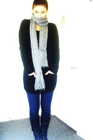 black Zara cardigan - gray banana republic scarf