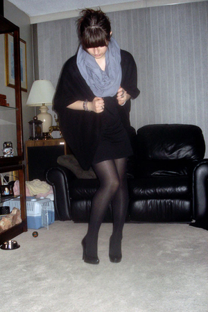 H&M dress - H&M sweater - old tights - Aldo shoes - American Apparel scarf - var