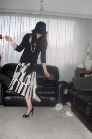 Holt Renfrew hat - H&amp;M shirt - DIY necklace - Macys skirt - Aldo shoes - Aunts b