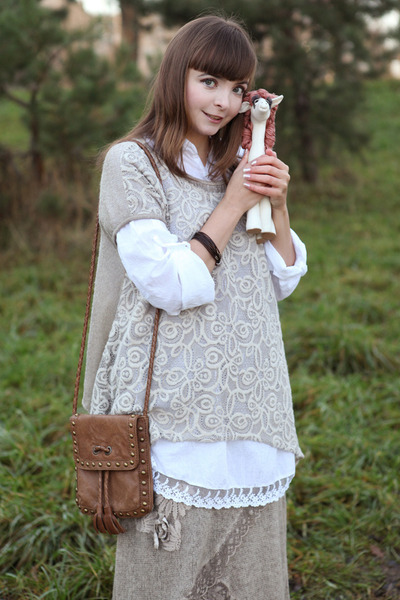 white Dolce girls by Alessia top - tan Ok la boots - brown Massimo Dutti bag