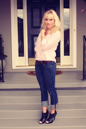 pink vintage top - blue True Religion jeans - black Aldo shoes