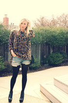 brown vintage sweater - blue Levis Vintage Collection shorts - black Bebe shoes