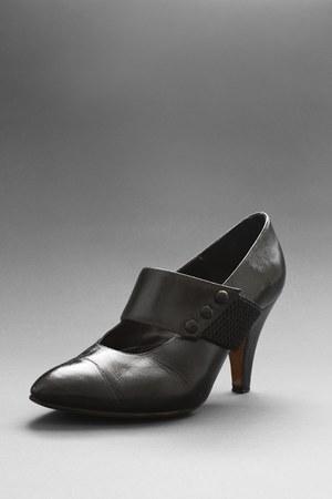 black telltale hearts vintage heels