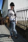 Sky-blue-gate-jeans-light-brown-gate-jacket-white-atmosphere-sweater