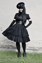 black vintage hat - black Gate tights - black handmade skirt - black H&M belt
