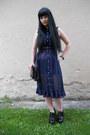 Navy-yumi-dress-black-new-yorker-bag-black-pleaser-heels