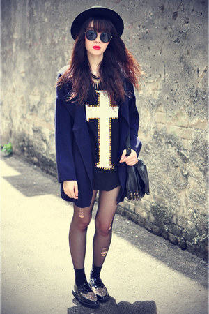 knit jovannalondon coat - Forever 21 hat - sunglasses - cross t-shirt