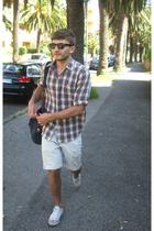 rayban sunglasses - Tru shirt - Levis jeans - purse