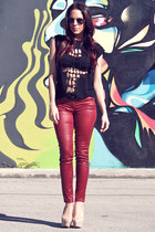 crimson jeans - black cut out cross t t-shirt