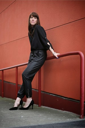 black blouse DKNY top - black faux leather Topshop pants