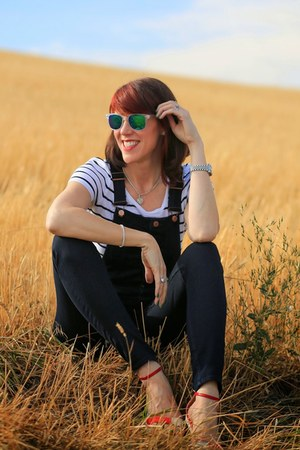 white mirrored zeroUV sunglasses - white striped H&M t-shirt