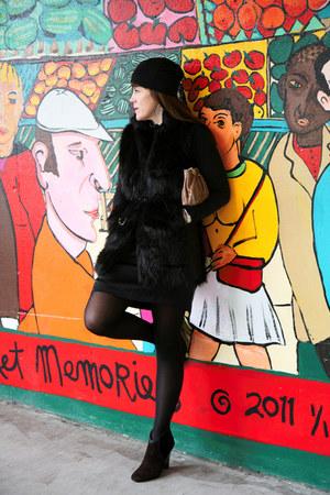 faux fur etcetera vest - suede Elie Tahari boots