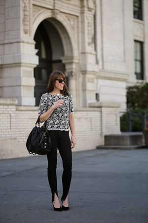 black embroidered Everleigh shirt - black heels Guess shoes