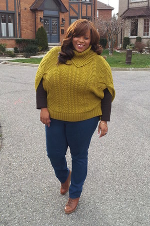 Nine West boots - jeans - sweater