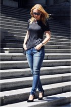 gray Zara t-shirt - sky blue Zara jeans - black pointy toe shoemint pumps