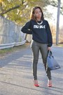 Black-nu-blk-sweatshirt-green-h-ampm-pants-red-zara-heels