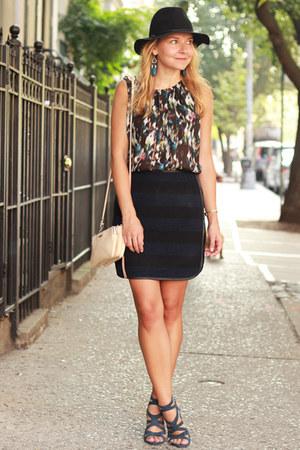 navy striped Hutch skirt - cross body Rebecca Minkoff bag